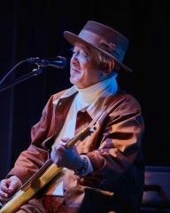 オフィシャルレポート:鈴木慶一、音楽家生活50周年記念ライヴにて名作ゲーム『MOTHER』の世界を再現
